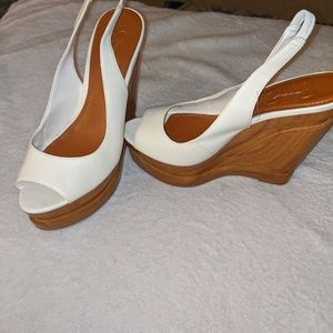 Jessica Simpson beautiful wood wedge